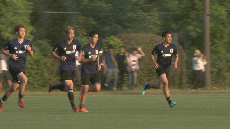 1勝1敗1分け、H組2位で1次リーグを突破したサッカー日本代表選手ら