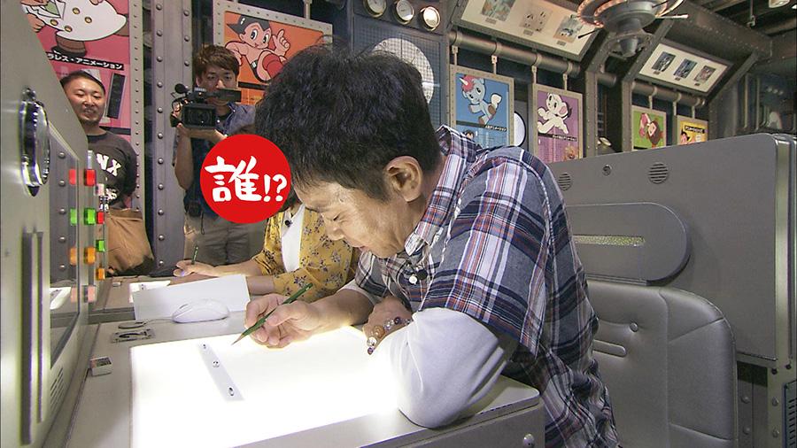手塚治虫記念館で、真剣にイラストを描く浜田画伯