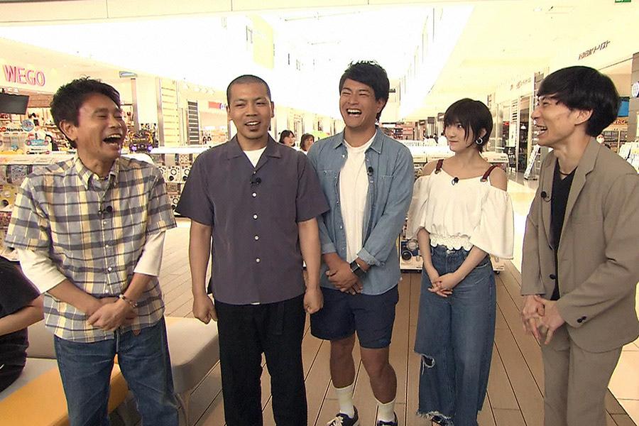 左から、浜田雅功、天竺鼠(川原、瀬下)、岡田奈々、インパルス板倉 © ytv
