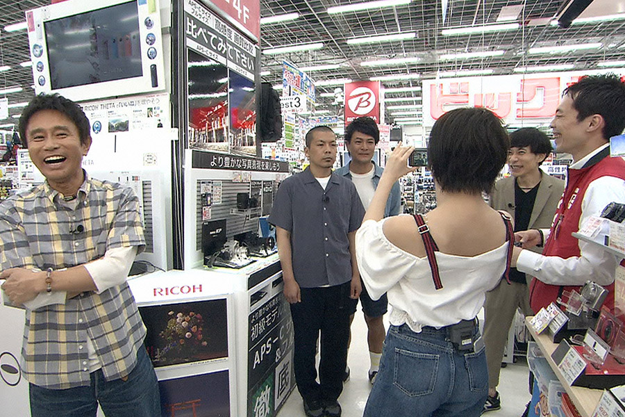 ハッピー(3万円前後)ではデジカメを購入した岡田奈々 © ytv