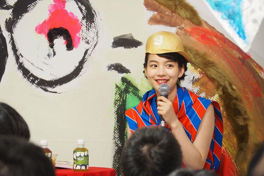 「梅田ロフト」で開催中の自身の個展に登場したのん(9日、大阪市内)