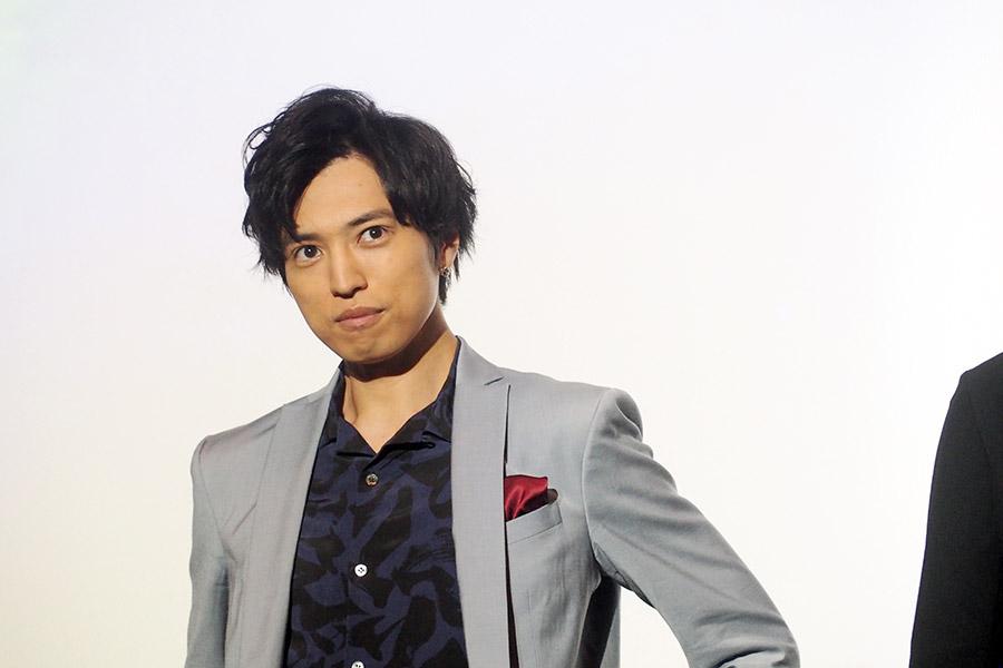 バシッと決める桐山漣(16日・大阪市内)