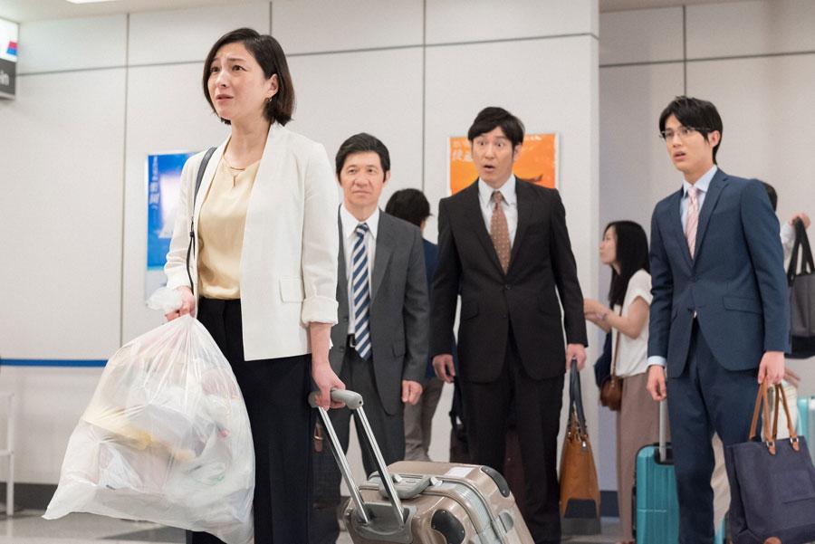 海外出張でニューヨークに向かう女を演じる広末。コント『捨てられない女』より
