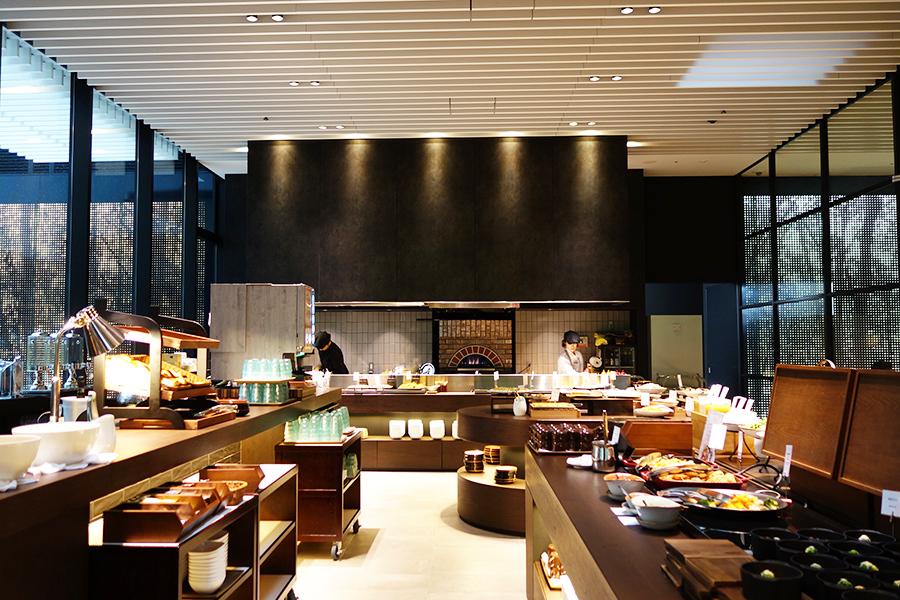 イタリア料理が中心となり、どて焼き風の具材をトッピングしたり、お好み焼き風に仕上げたり、大阪らしいアレンジも