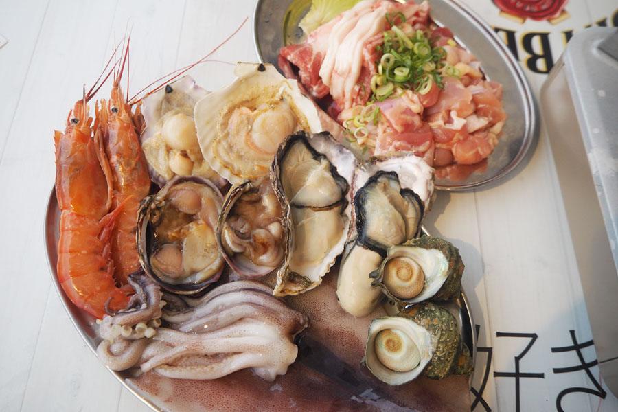 「新鮮魚介コース」(写真は2人前)