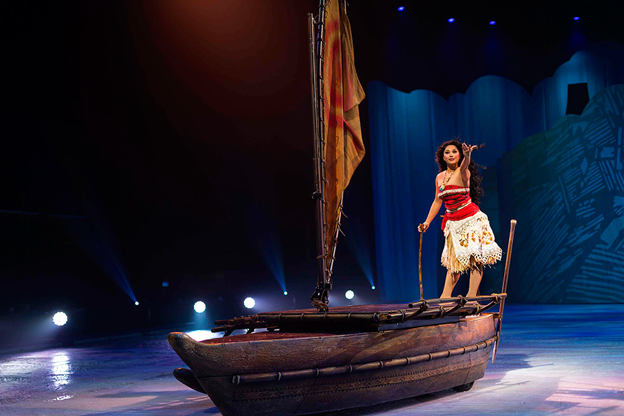 今回、初登場の『モアナと伝説の海』では「スケートリンクが海になるんですよ!」と近藤。©Disney