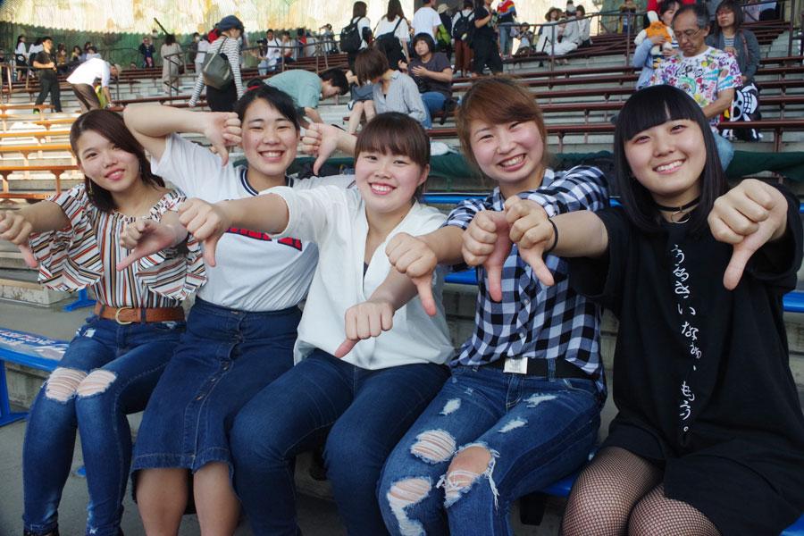 「迫力がすごい。かっこいい!」と話した女子高校生5人組