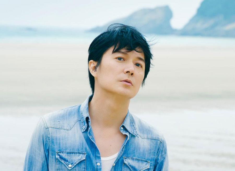 「甲子園の季節になると故郷長崎の出場校の勝敗は毎大会チェックしています」と話す福山がテーマ曲を制作