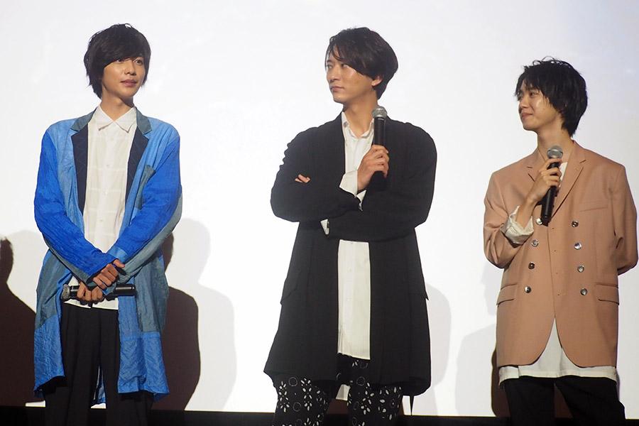 左から、志尊淳、浅香航大、小越勇輝(16日・大阪市内)