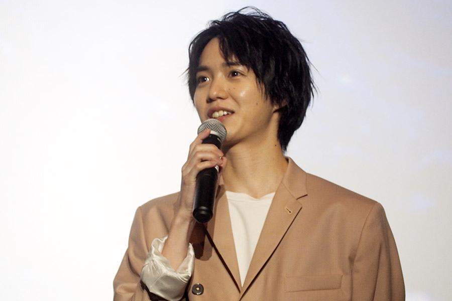 映画『劇場版 ドルメンX』の舞台挨拶に登場した小越勇輝(16日・大阪市内)