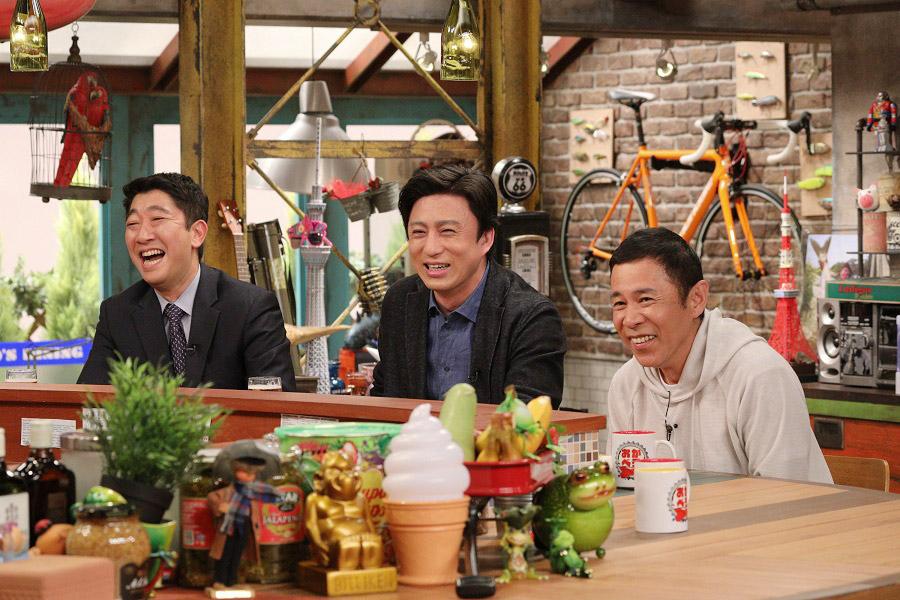 左から、同級生の山藤さん、十代目松本幸四郎、ナインティナイン岡村隆史