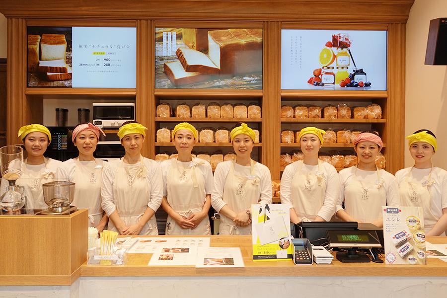 販売する食パンは2斤サイズと28mmの1枚(259円〜)。本店では日替わりパンも販売している