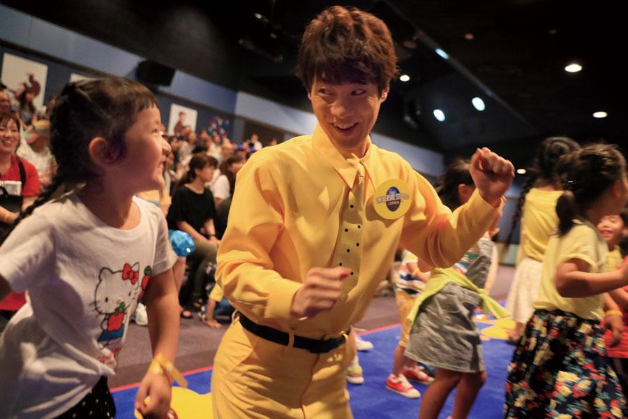 「ダンスを踊るところでは結構みんな立って踊ってましたね」と横山 画像提供:ユニバーサル・スタジオ・ジャパン