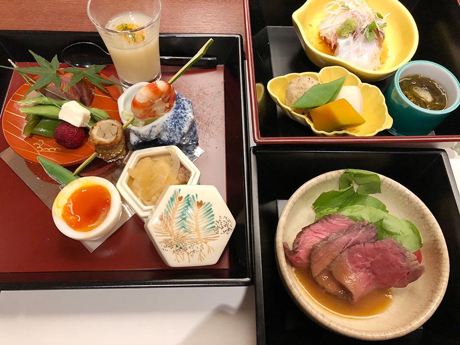 「会席  はなの」の三段弁当は、彩りもよく、食べ応え抜群。これにご飯と吸い物、果物が付いて4500円