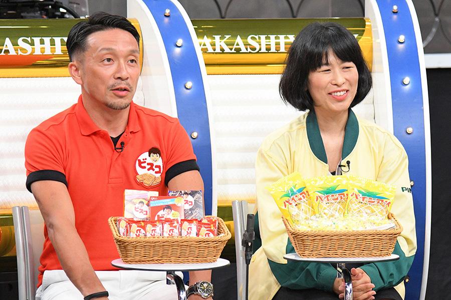 左から、江崎グリコのビスケットマーケティング部ブランドマネージャー・田部浩利さん、パインアメのパイン株式会社・開発部広報室室長・井森真紀さん 写真提供:MBS