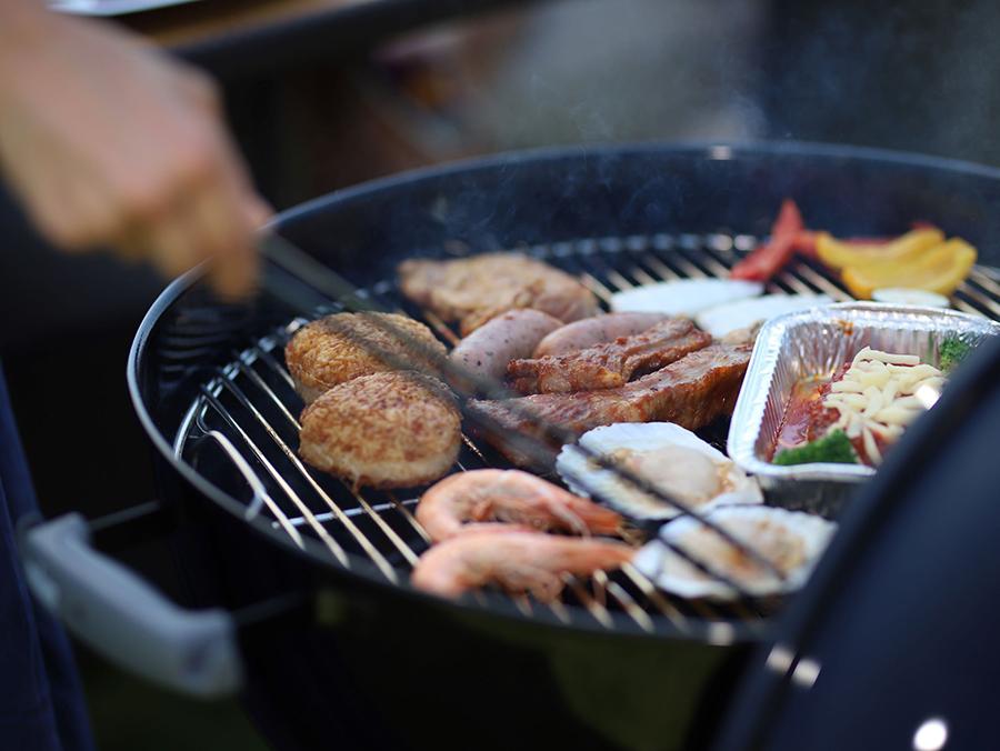 バーベキューグリル「ウェーバー」で、BBQを楽しめる