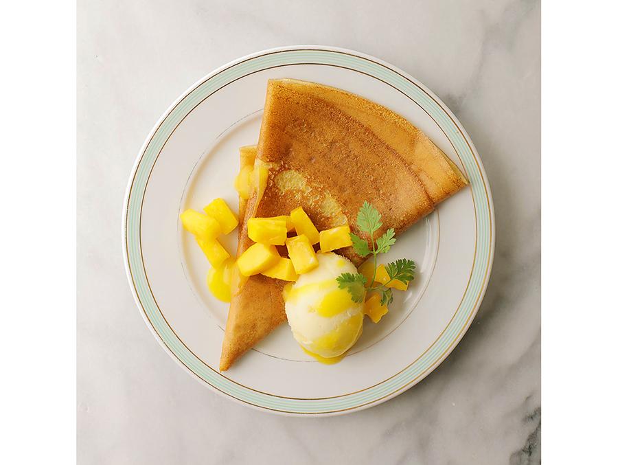 マンゴーのソースと果肉を包み、ココナッツベースのピニャコラーダジェラートをトッピング。980円