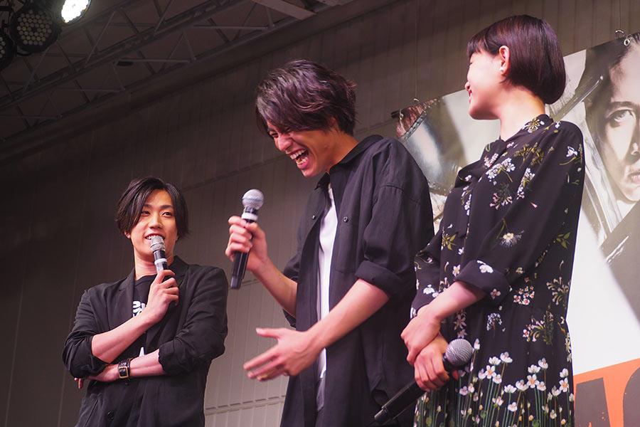 左から、早乙女太一、福士蒼汰、杉咲花(5日・大阪市内)