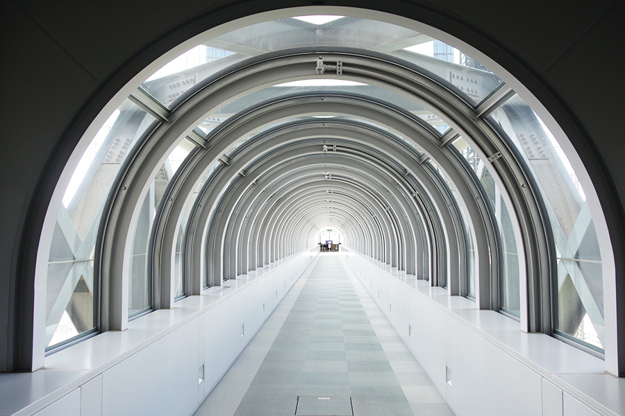 スカイビル「空中ブリッジ」では、過去にPV撮影などがおこなわれたことも