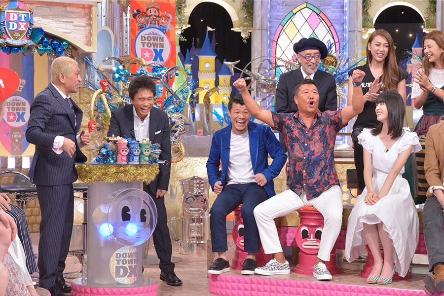 亀田興毅氏(中央)と亀田志郎氏(右から2番目) © ytv