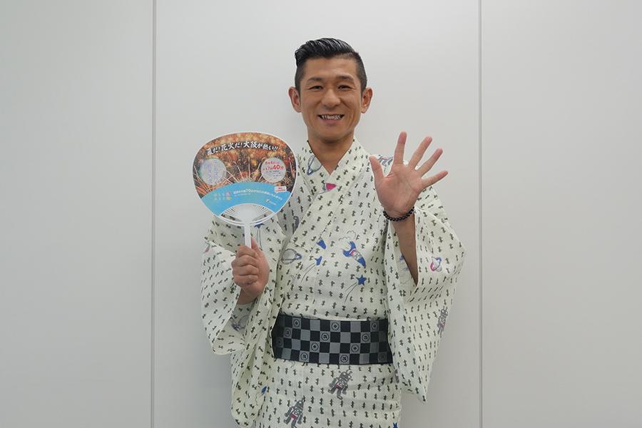 初めて淀川花火大会の生中継に出演できるとあって大喜びの笑い飯・哲夫