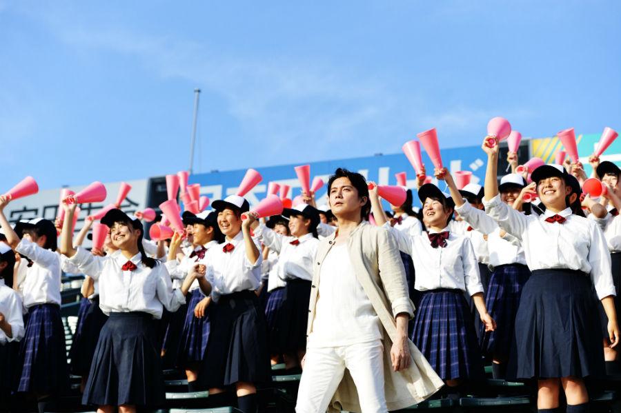 「阪神甲子園球場」で学生らとMV撮影をおこなった福山雅治