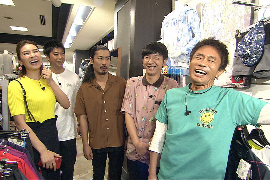 左から、秋元才加、パンサー(尾形、菅、向井)、浜田雅功 © ytv
