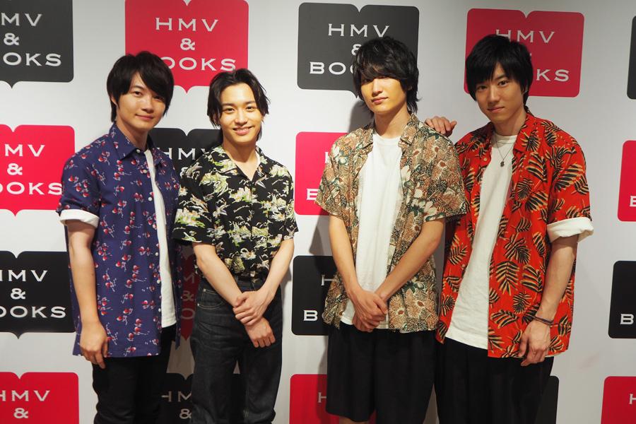 アロハシャツで夏らしい4人(左から神木隆之介、松岡広大、金子大地、石賀和輝)