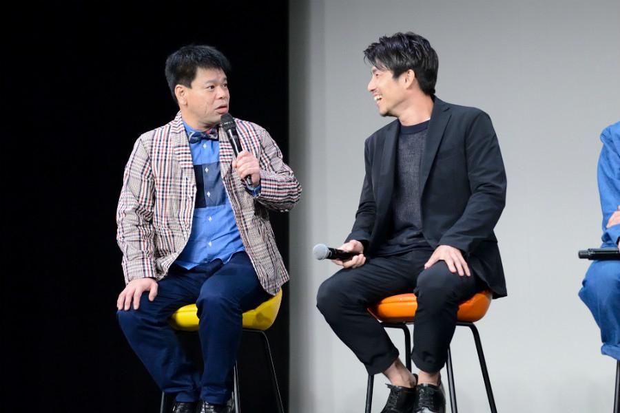 Netflixオリジナルドラマ『Jimmy~アホみたいなホンマの話~』舞台挨拶に登場したジミー大西(左)と中尾明慶(14日・大阪市内)