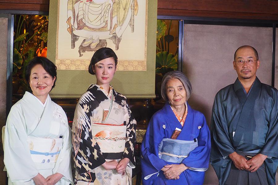 左から、森下典子、黒木華、樹木希林、大森立嗣監督(31日・建仁寺)