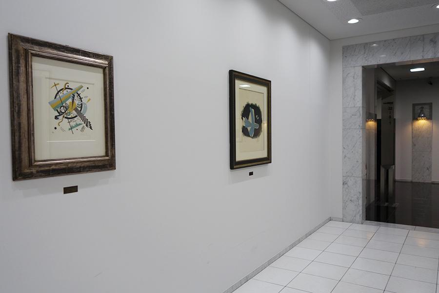 今や芸術祭で活躍するアート・ディレクターの北川フラム氏が25年前にチョイスしたアート作品の展示も