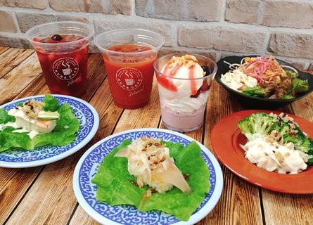 スーパーフードシリーズ全7種。キヌアブロッコリーサラダチキンや、ベジヌードルサラダ、アサイームースのグラノーラパフェなどが販売される