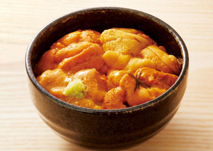 バフンウニとムラサキウニがたっぷり乗った「贅沢ウニの味比べ丼」