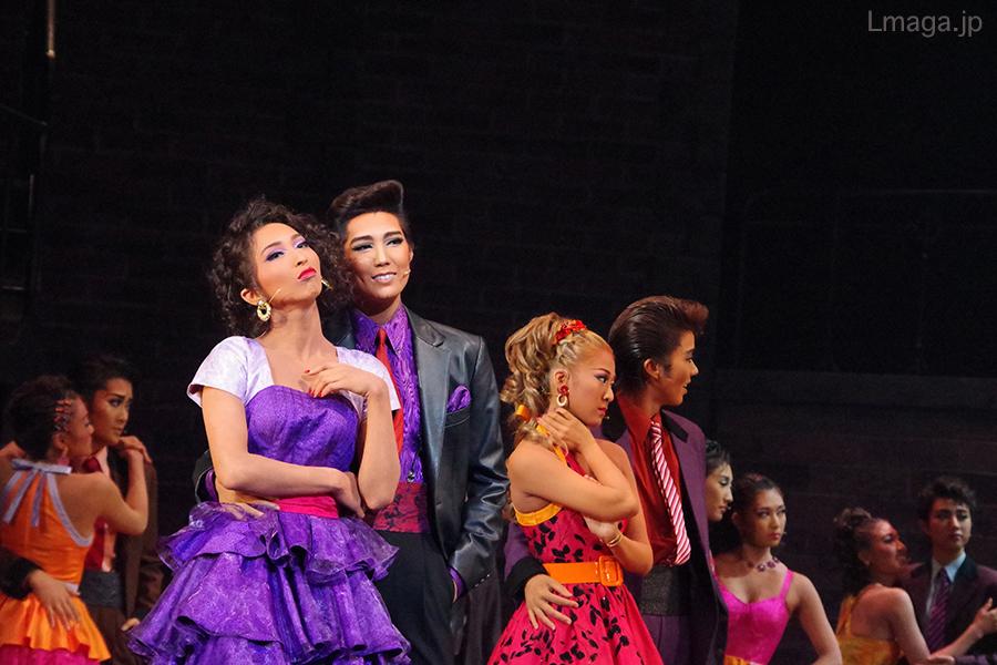 芝居の相性も文句なしの色濃いカップル、ベルナルド(愛月ひかる)とアニータ(桜木みなと)