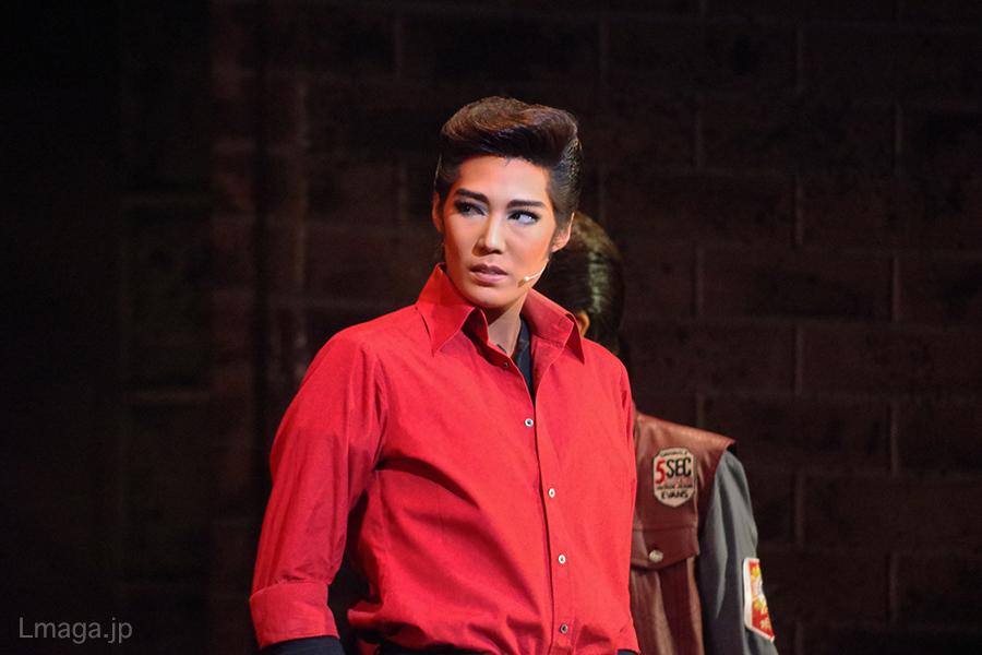 今作初参加の男役スター・愛月ひかるは、プエルト・リコ人のベルナルド役を色気たっぷりに熱演