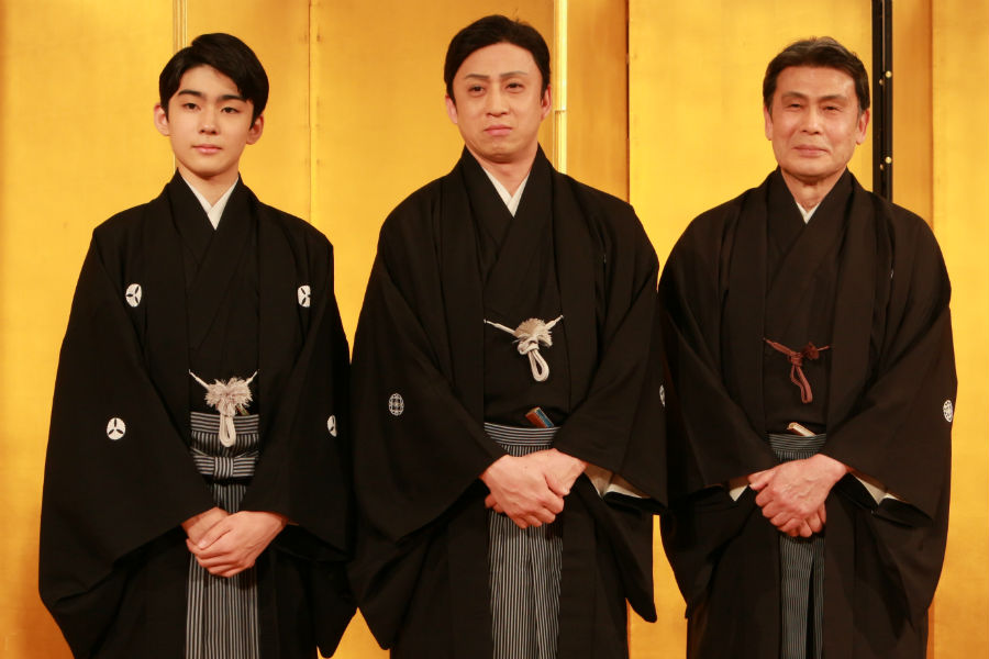 左から八代目市川染五郎、十代目松本幸四郎、二代目松本白鸚