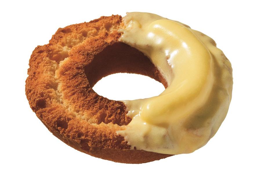 サクサク食感のオールドファッション生地に、レアチーズホイップをのせ、その上にチーズ風味チョコをコーティングした「レアチーズファッション」(151円)