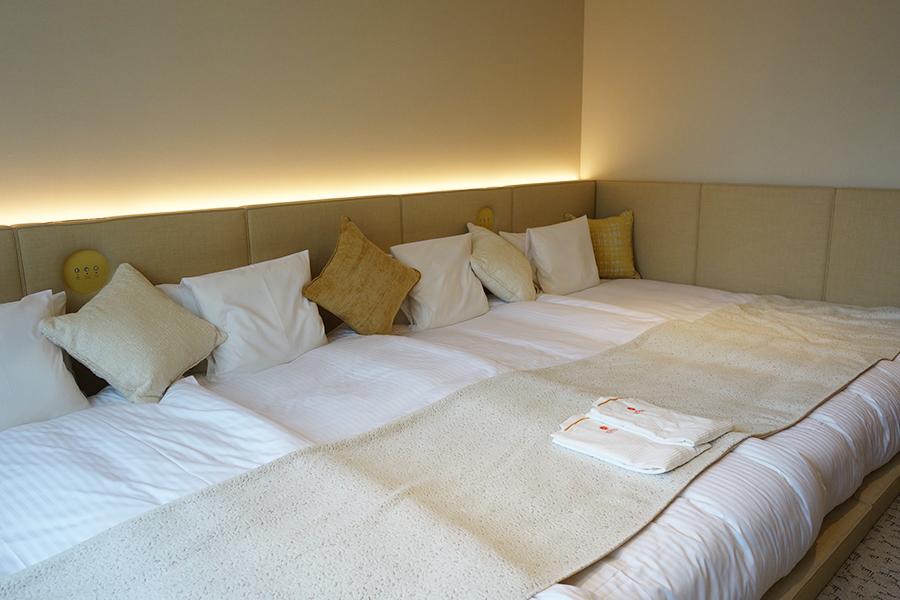 あえてベッドは低めに、ベッドの上でゴロゴロできる「もこもこルーム」