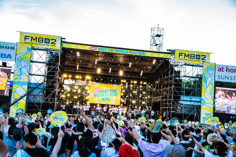 「FM802 MEET THE WORLD BEAT 2018」フィナーレの様子(22日、万博記念公園自然文化園 もみじ川芝生広場)写真提供:FM802