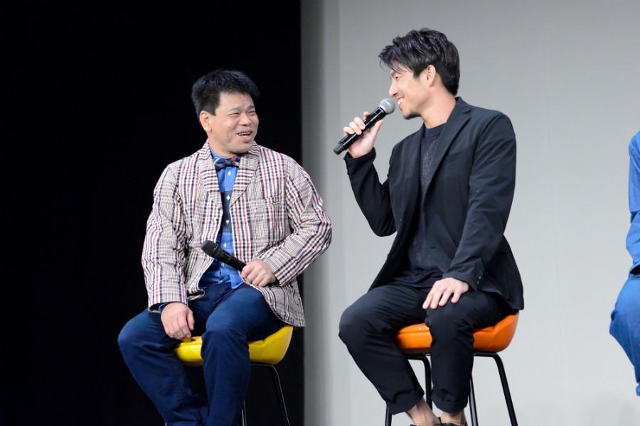 笑顔でトークをおこなったジミー大西(左)と中尾明慶(14日・大阪市内)