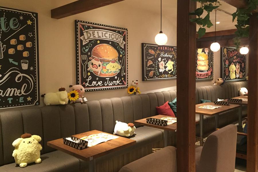 静岡開催時の店内。今回のために描き下ろされたコラボのチョークアート風パネルを設置