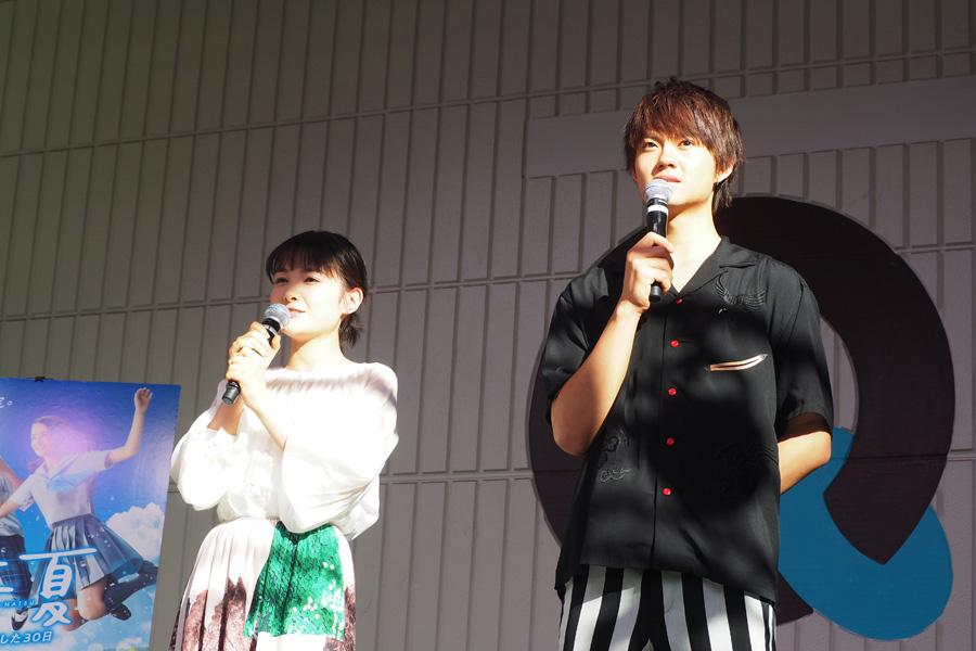 映画『青夏 きみに恋した30日』の公開記念イベントに登場した葵わかな、佐野勇斗(21日、大阪市内)