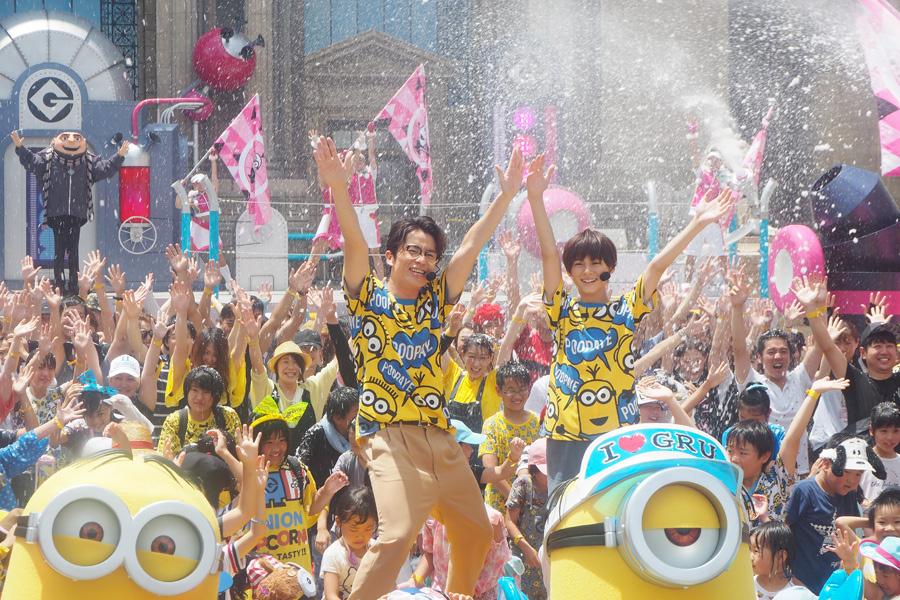 イベントに登場したオリエンタルラジオ・藤森慎吾(左)と翔くん(11日、大阪市内)