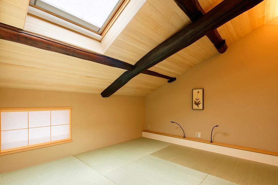 部屋に飾られているアートピースは、皆川氏がセレクト