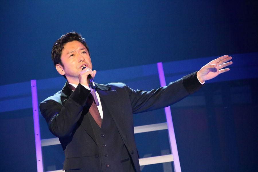 日本では石丸を主演に迎え、2009年にシアタークリエで初お目見えしたミュージカル『ニュー・ブレイン』のダイジェスト版が上演