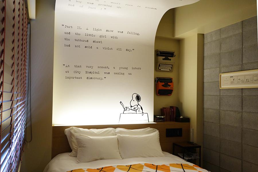41号室の天井を見上げると、スヌーピーがタイプライターで打った文章が