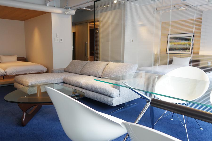 「アメムラテラス」は、部屋にゆったりとしたソファも