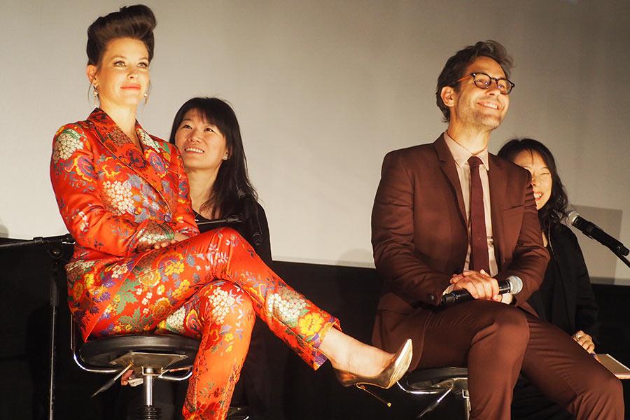 ファンミーティングに登場したポール・ラッド(右)とエヴァンジェリン・リリー(23日・大阪市内)