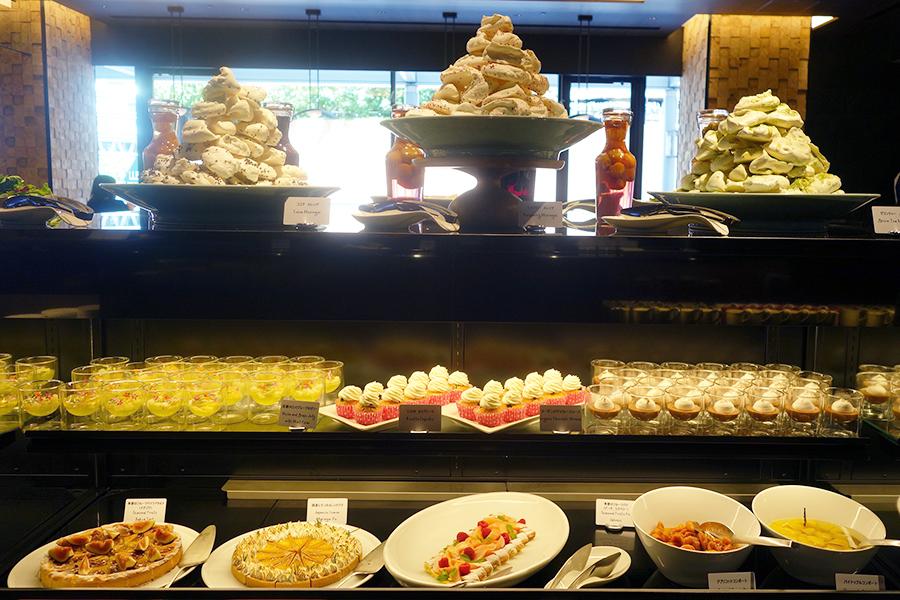 「フォルク キッチン」のブッフェでのデザートコーナー