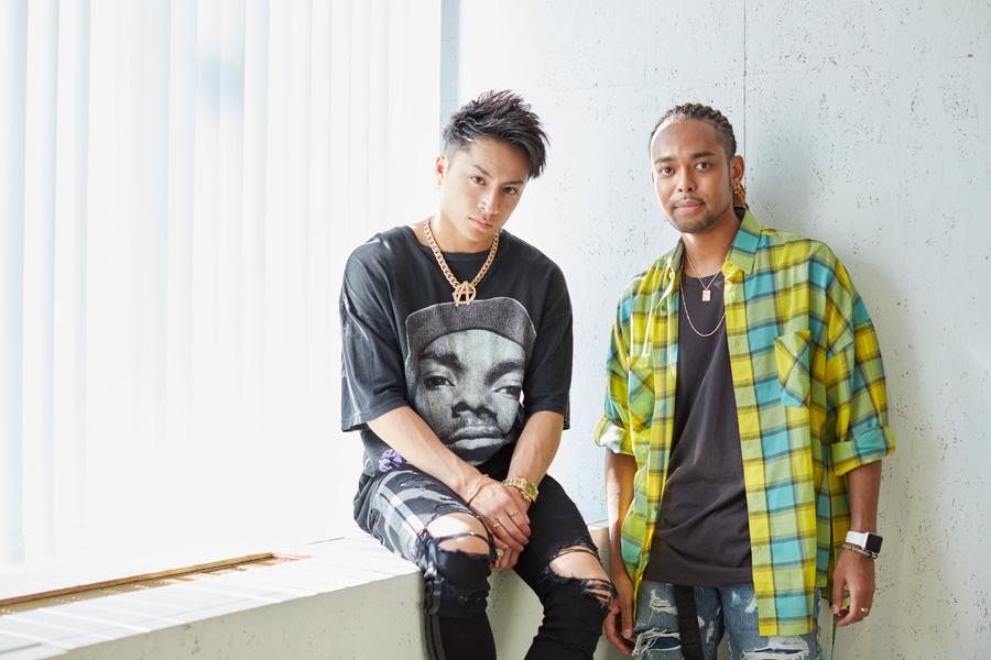来阪したEXILEメンバーの白濱亜嵐(左)、NESMITH